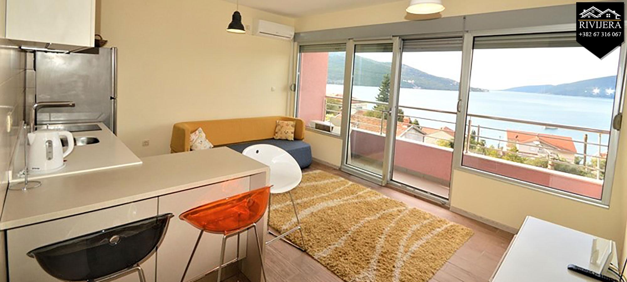 Luksuzno opremljen stan sa panoramskim pogledom na more Kumbor